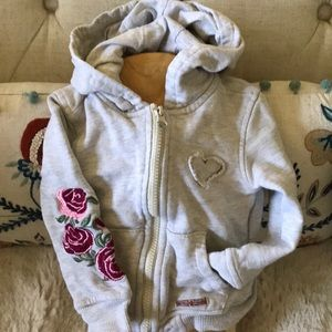 Hudson 2T hoodie with flowers and a heart